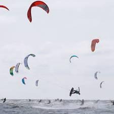 Kitesurfen: Wer sagt, dass Frauen nicht fliegen können?