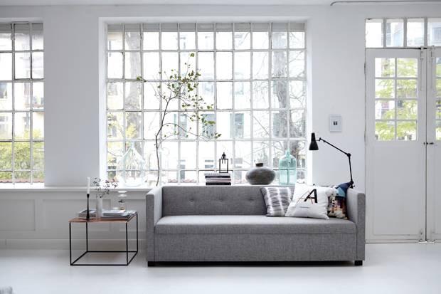Einrichten: Das Sofa Ist Immer Der Hauptdarsteller Im Wohnzimmer.  Bodentiefe Modelle Brauchen Allerdings Ein