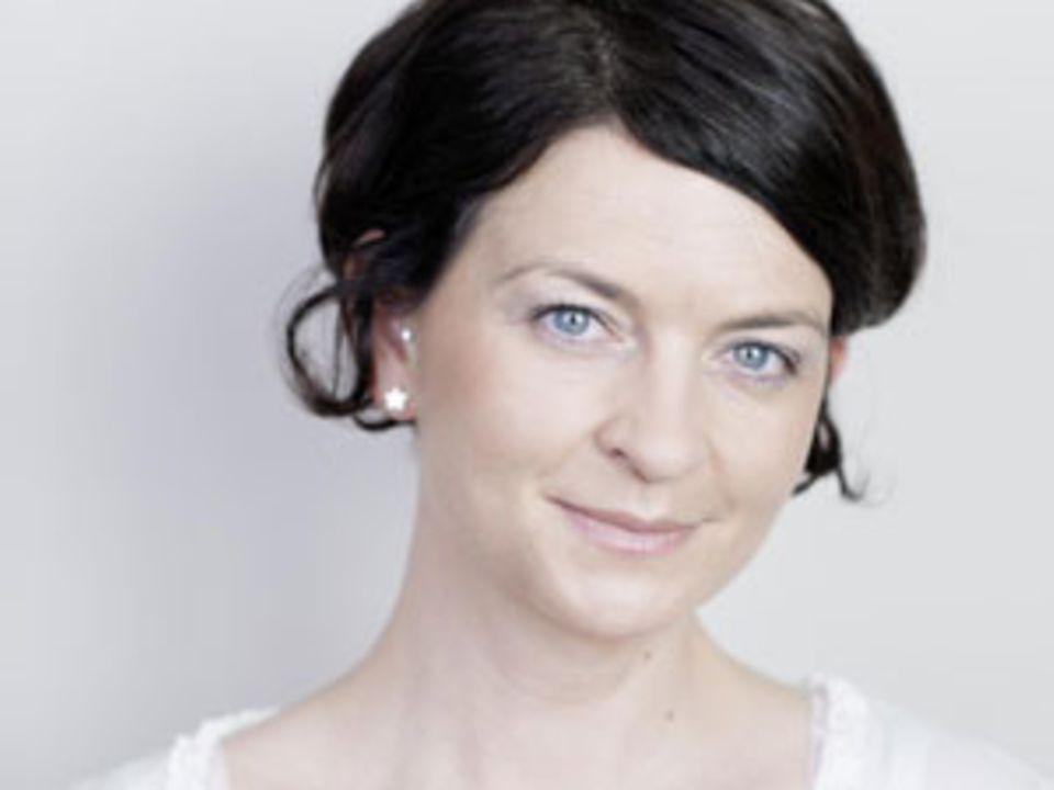 """Denise Colquhoun, 36, lebt mit ihrer Familie im Münsterland. Als """"Fräulein Ordnung"""" betreibt sie Wohnraumoptimierung. Im Zuge dessen ist auch ihr Blog fraeulein-ordnung.blogspot.de entstanden, auf dem sie aber nicht nur über Ordnung, sondern auch über das Leben und die Suche nach dem kleinen Glück bloggt."""