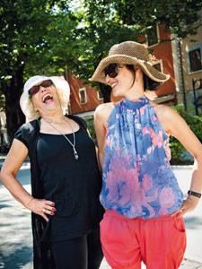 Schönheit: Die Ruhe vor dem Fest - Farah und Tochter Maryam Moazedi, die extra aus Graz angereist ist