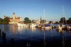 Am Schweriner See thront auch das Schloss