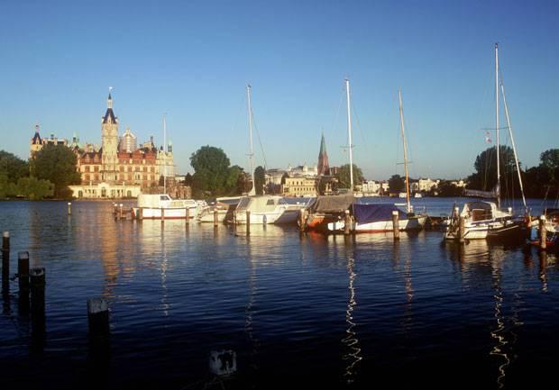 Deutschland: Am Schweriner See thront auch das Schloss