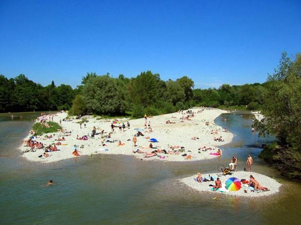 Deutschland: Kühles Bad im Fluss? Geht super an der Isar