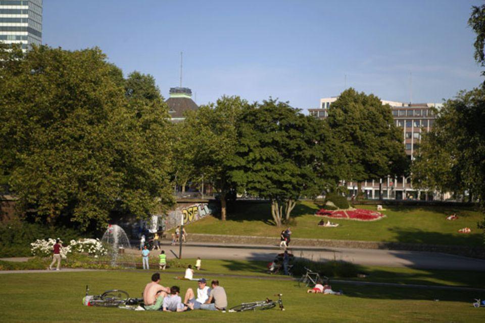 """Wo picknicken wir heute? In """"Planten un Blomen"""" kann man sich jeden Tag woanders niederlassen"""