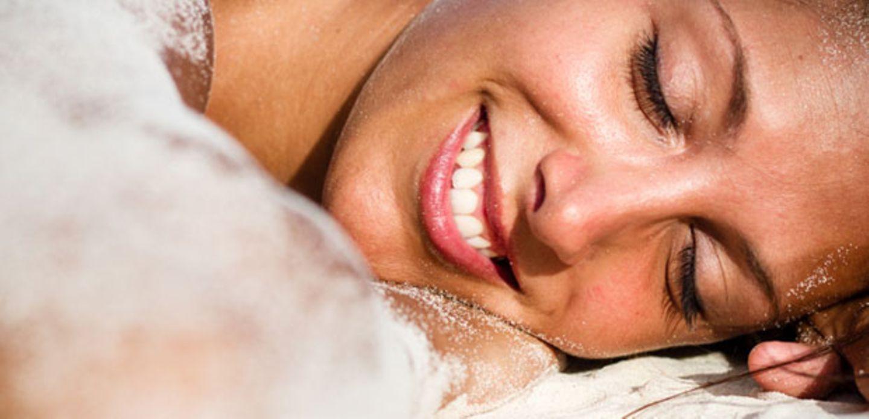 Brille, Sonnencreme und Co. - der richtige Sonnenschutz für die Augenpartie