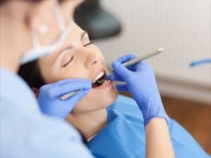 Zahnersatz: Ärztlicher Behandlungsfehler: Viel zu lange stillgehalten