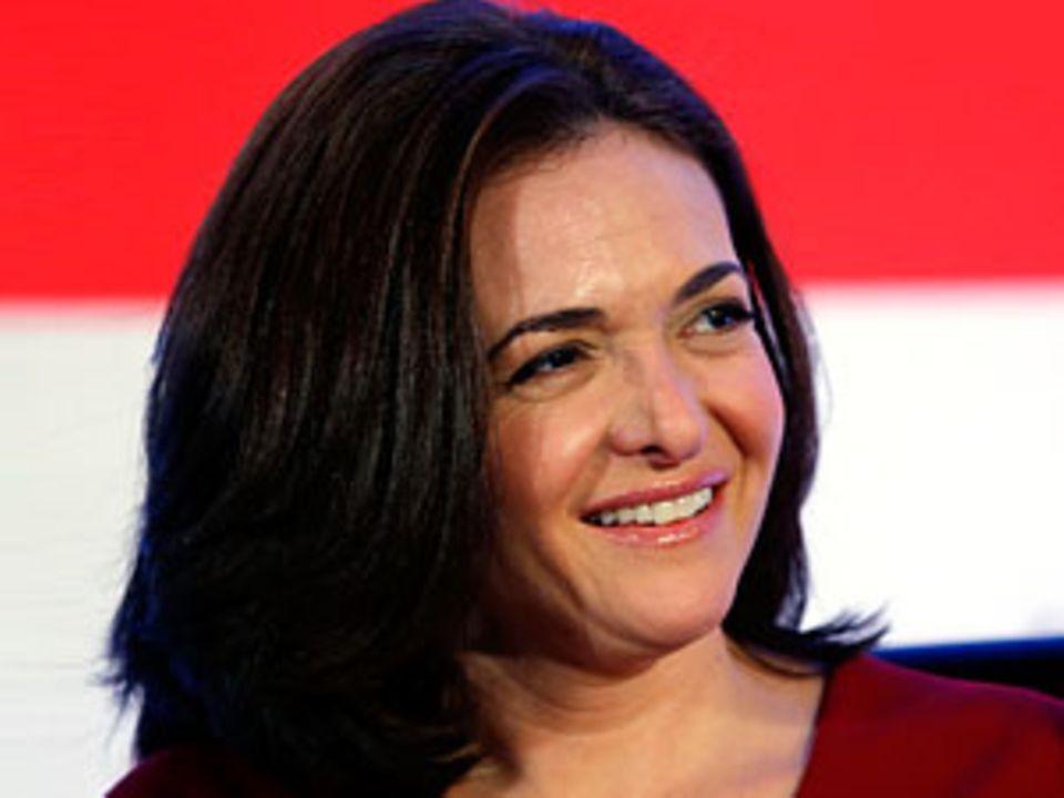 Sheryl Sandberg, 43, hat zwei Kinder, ist Geschäftsführerin von Facebook und eine der reichsten Frauen der Welt.
