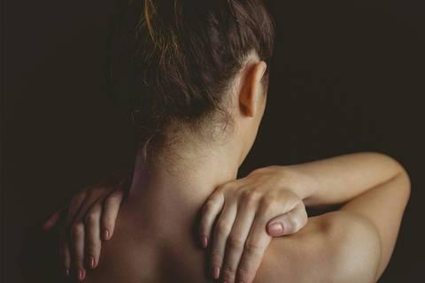 """""""Stell dich nicht so an!"""" – Mein Leben mit chronischen Schmerzen"""