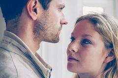 """""""Gaslighting"""": Manipuliert dich dein Partner? An diesen Sätzen erkennst du es!"""