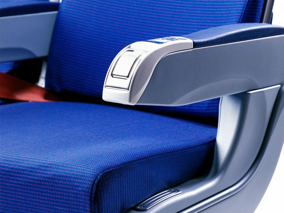 Darum gibt es im Flugzeug immer noch Aschenbecher
