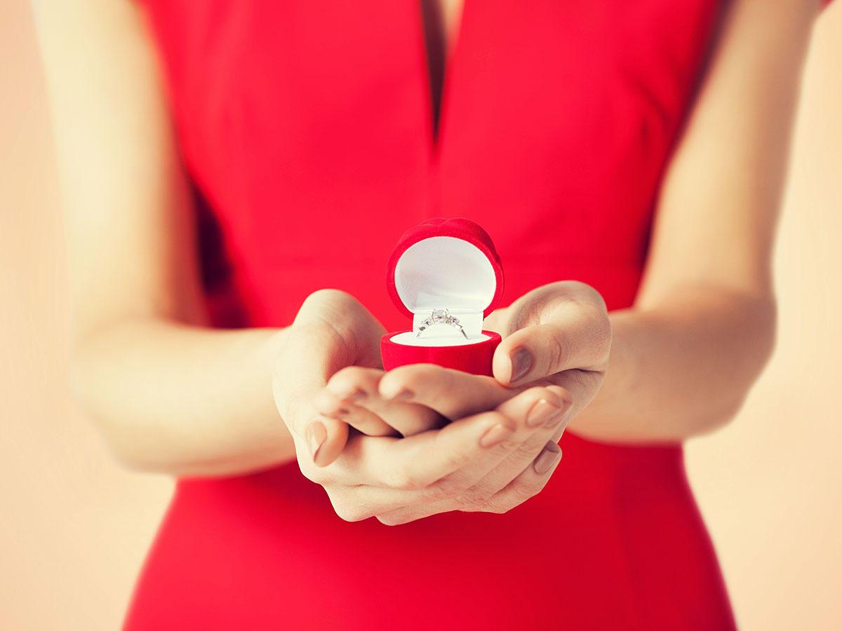 Darum sollten Frauen öfter den Heiratsantrag machen