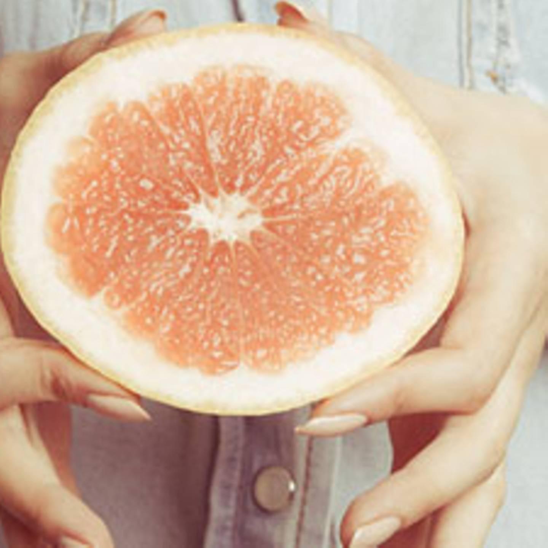 Eigenschaften der weißen Grapefruit, um den Bauch schlank zu machen