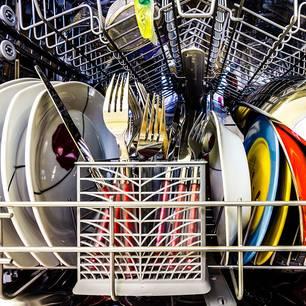 8 Dinge, die nicht in die Spülmaschine gehören