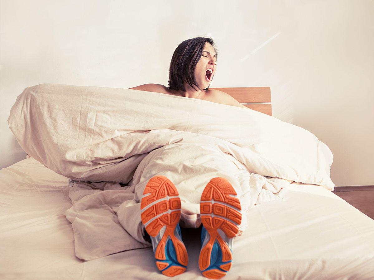 5 Fitnessübungen, die ihr im Bett machen könnt