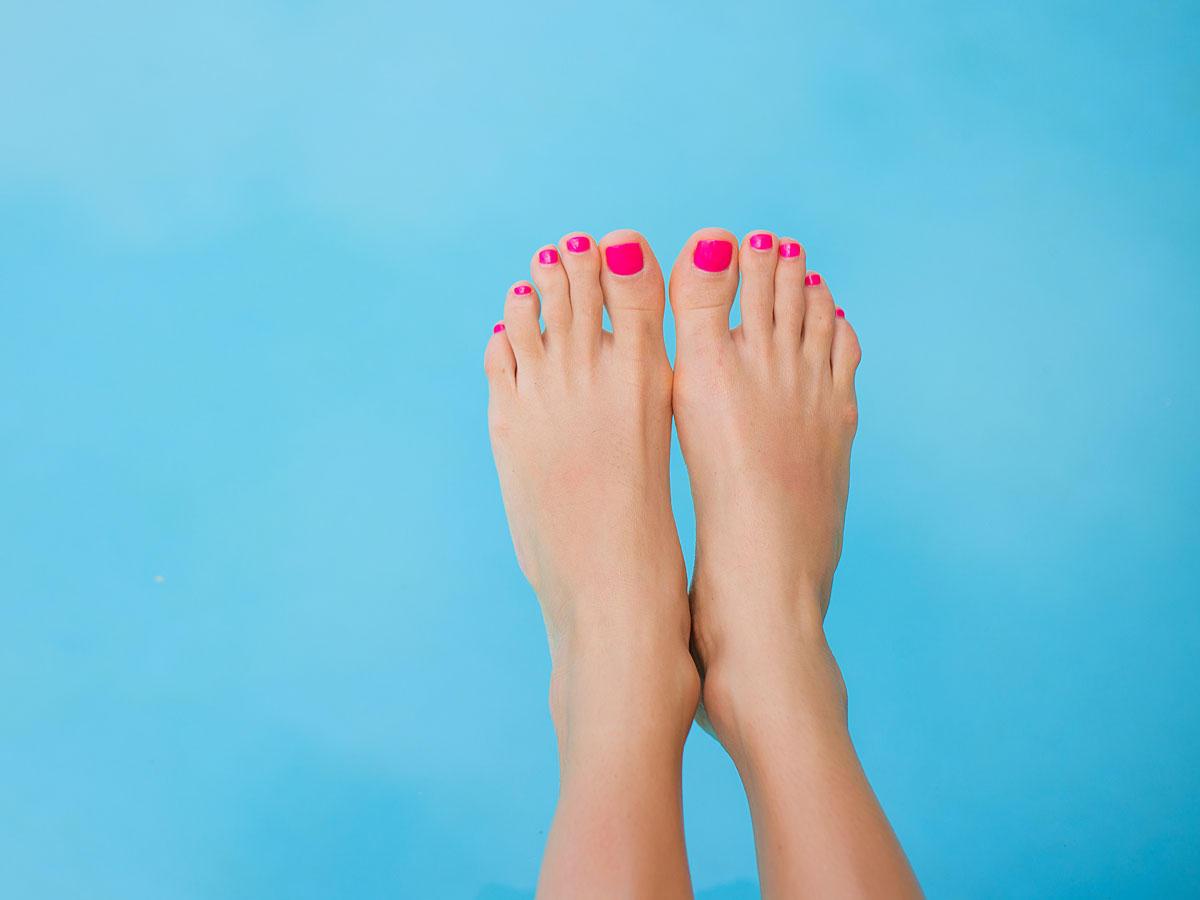 Drück diese zwei Punkte auf deinen Füßen - der Effekt ist erstaunlich!