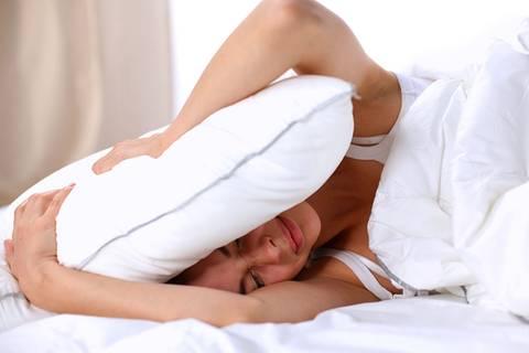 Warum wir in fremden Betten schlechter schlafen