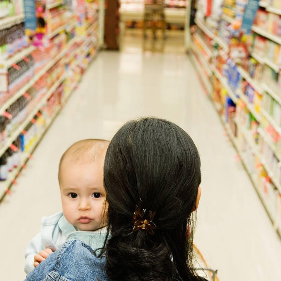 Für Milchpulver angepöbelt: Die Gegenwehr einer Mutter begeistert das Netz
