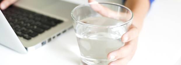 dehydriert 8 warnsignale dass ihr zu wenig wasser trinkt