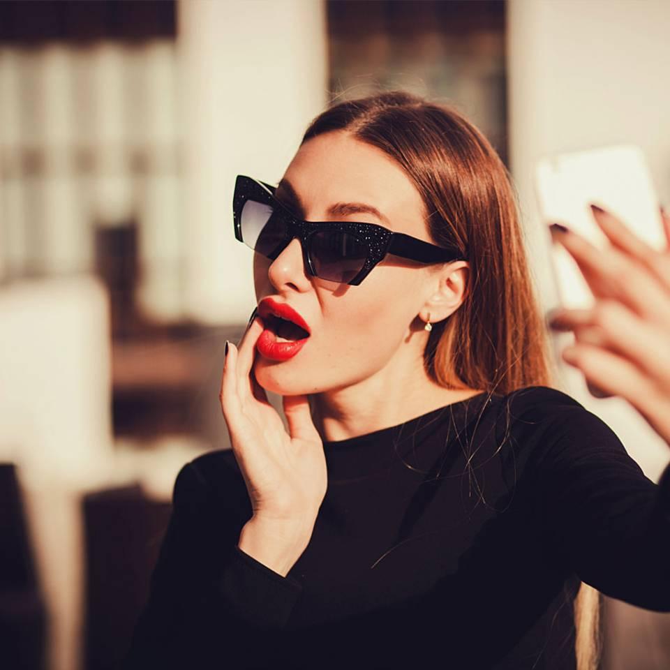 Warum Selfies die Hautalterung beschleunigen