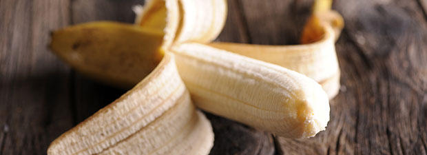 gesund snack darum solltest du die bananenschale mitessen. Black Bedroom Furniture Sets. Home Design Ideas