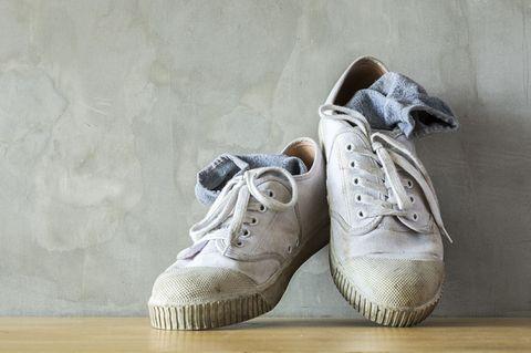 Aufgepasst! Das ist der ultimative SOS-Trick gegen stinkende Schuhe