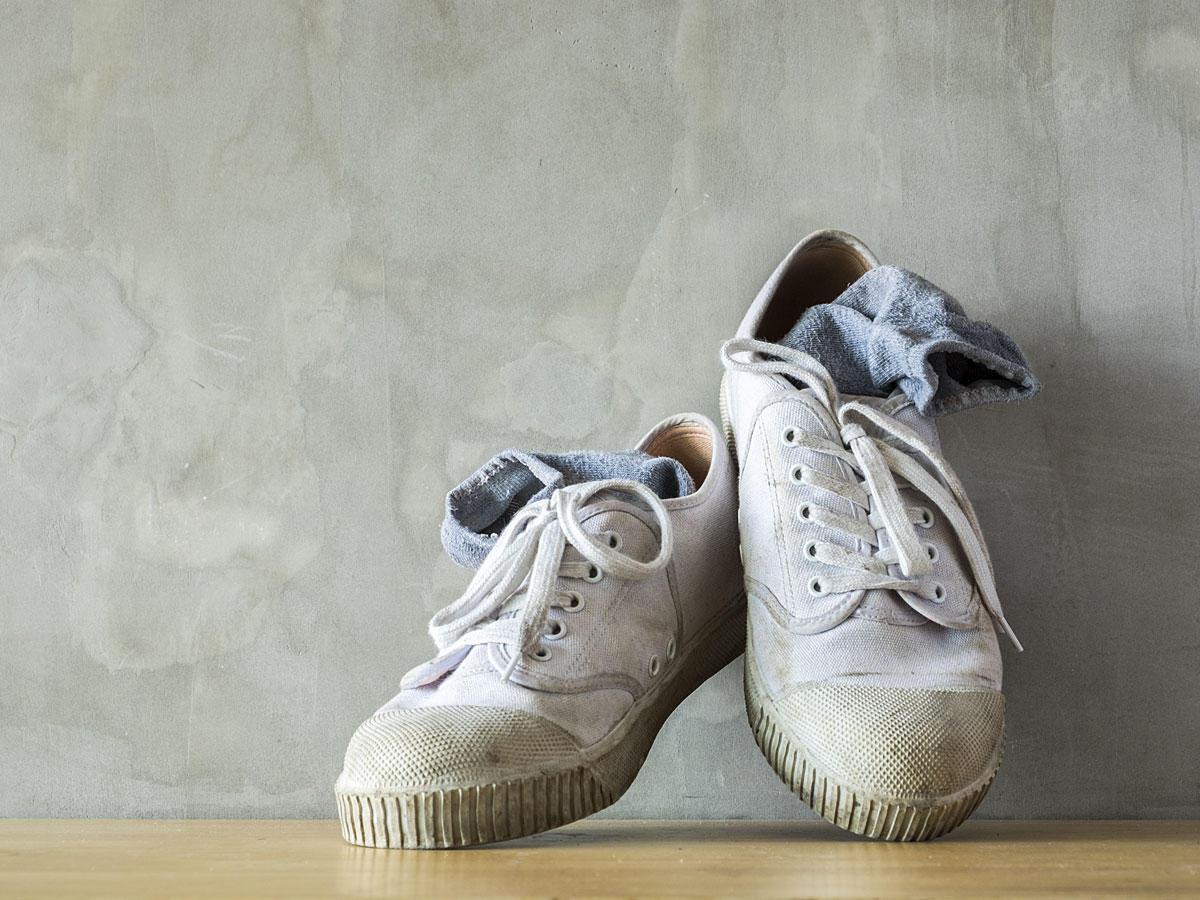 Stinkende Schuhe: Dieser SOS-Trick hilft sofort | BRIGITTE.de