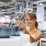 Ikea-Phasen: Frau kauft ein