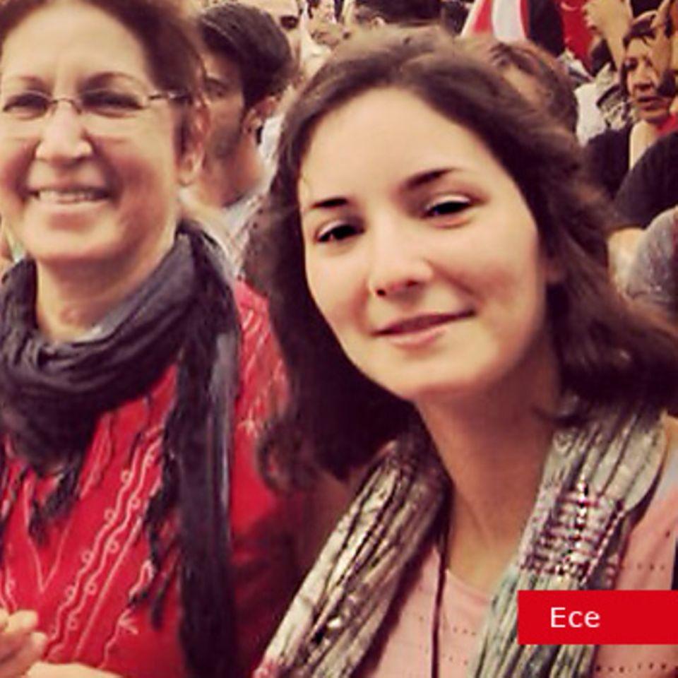 Ece mit ihrer Mutter im Gezi Park