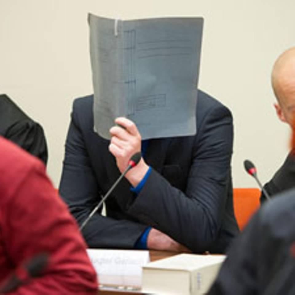 Der 38-jährige Holger G. gehörte wie Ralf W. und die drei Untergetauchten zur Jenaer Kameradschaft und ist als mutmaßlicher Unterstützer der Gruppe angeklagt.