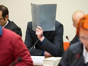 Der nächste Angeklagte sagt aus: Der 38-jährige Holger G. gehörte wie Ralf W. und die drei Untergetauchten zur Jenaer Kameradschaft und ist als mutmaßlicher Unterstützer der Gruppe angeklagt.