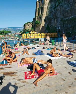 Italien: Papagallo am Strand von Sorrent