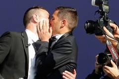 Très bien: Erstes schwules Paar heiratet in Frankreich