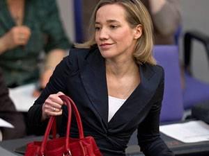 Politik: Auf dem Sprung: Bundesfamilienministerin Kristina Schröder