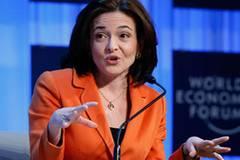 Sheryl Sandberg, 43, hat zwei Kinder und ist seit 2008 Geschäftsführerin bei Facebook. Zuvor war sie Stabschefin in der Clinton-Regierung und hat Google groß gemacht. Sie besitzt hunderte Millionen Dollar.