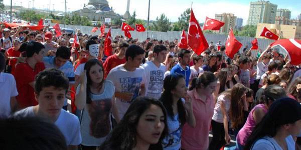 """Demonstrationen gegen Erdo?an: Demonstranten in Istanbul: """"Die Kontrolle der Regierung ist unerträglich geworden."""""""