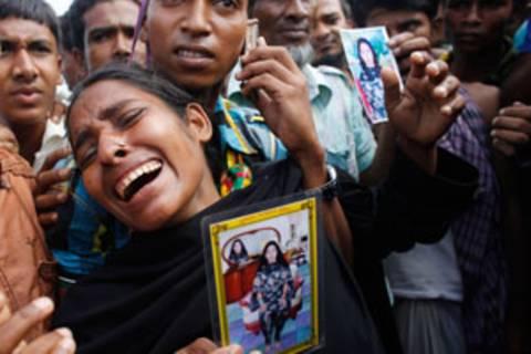 Verzweifelte Familienangehörige warten Tag für Tag auf Rettung ihrer Verwandten