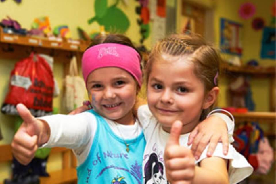 Ist die frühe Betreuung in Krippen schlecht für unsere Kinder? Das fragen sich viele Eltern. Kinderarzt Remo Largo sagt: nein. Allerdings muss die Qualität der Betreuung stimmen.
