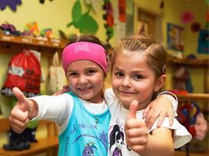 Interview mit Autor und Kinderarzt Remo Largo: Ist die frühe Betreuung in Krippen schlecht für unsere Kinder? Das fragen sich viele Eltern. Kinderarzt Remo Largo sagt: nein. Allerdings muss die Qualität der Betreuung stimmen.