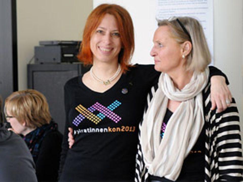Christiane Schinkel, links, initiierte gemeinsam mit Ursula Bub-Hielscher die erste PiratinnenKon. Die 47-Jährige war von Mai bis September 2012 Vorsitzende des Berliner Landesverbandes der Piraten.