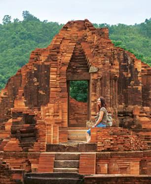 Zeitreise: Wei die Cham wohl lebten, die rund 1000 Jahre lang in Zentralvietnam herrschten? Unsere Autorin in der Tempelstadt My Son im Landesinneren.