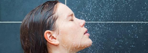 cleansing reduction wie oft man wirklich duschen sollte. Black Bedroom Furniture Sets. Home Design Ideas