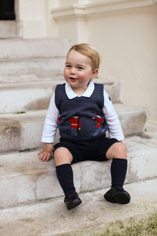 Royals: Prinz George posiert für Weihnachtsfotos