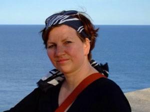 Sigrid Leis-Püschel, 46, lebt in Freiburg im Breisgau, ist verheiratet und hat eine Tochter, 23, die wie sie den Gendefekt BRCA 1 hat. Leis-Püschel arbeitet als Friseurmeisterin, geht gern wandern und liebt Nähen und Stricken.