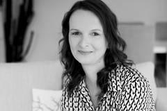 Mona Droste, 39, lebt mit Ihrem Mann im Münsterland und schreibt und fotografiert auf ihrem persönlichen Foodblog 180°SALON über Appetit, Fernweh und Stil. Gutes Essen, Fotografie, kreatives Schreiben und ihre Herzensinsel Mallorca sind ihre Fluchten aus dem Alltag, der wie bei jeder Frau manchmal nicht einfach ist.