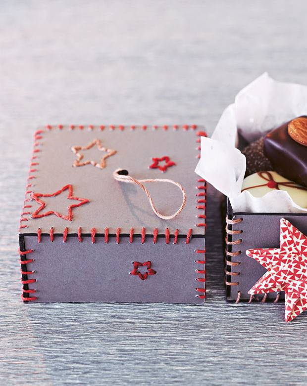 geschenkverpackung pralinenschachtel basteln so geht 39 s. Black Bedroom Furniture Sets. Home Design Ideas