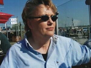 Hilfe für Angehörige: Katrin Dzuballe arbeitet heute als psychoanalytische Kunsttherapeutin. Sie ist verheiratet und hat zwei erwachsene Söhne. Ihre Vorliebe zum künstlerischen Ausdruck entwickelte sich nach ihrer Erkrankung und ist seitdem aus ihrem Leben nicht mehr wegzudenken.