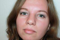 Jennifer Büntemeyer, 28 und gebürtige Pfälzerin, lebt mit Mann, Sohn und Hund in Weyhe bei Bremen. Nach der Elternzeit möchte sie wieder im Einzelhandel arbeiten. In ihrer Freizeit spielt sie gern Computerspiele, strickt und spinnt ihre Wolle selbst. Darüber schreibt sie auch in ihrem Blog Meinhexengeflüster.