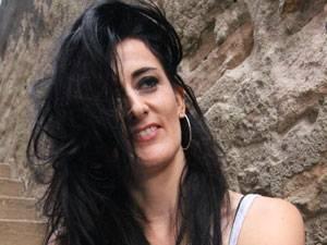 Susanne S., 40, ist in einer Kleinstadt in der Nähe von Stuttgart geboren und aufgewachsen. Sie hat einen Beruf, der ihr Spaß macht, ist viel gereist und Mutter einer sechsjährigen Tochter.
