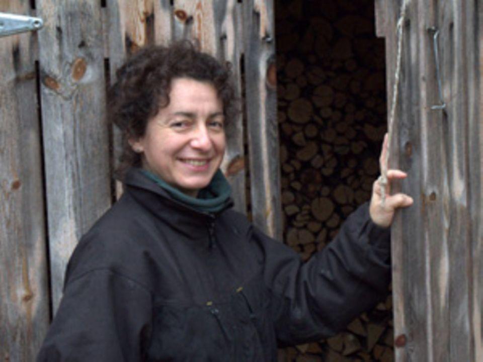 Katrin Riess, 42, ist ehemalige Krankenschwester, verheiratet und hat zwei Kinder. Sie bezeichnet sich selbst als Draußenmensch, der gern mit den Händen arbeiten, viel liest, Menschen und Tiere aller Art mag und nach dem Motto lebt: Always look on the bright side of life.