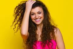 Hair-Plopping: DER Trend für schnelle Locken - ganz ohne Hitze